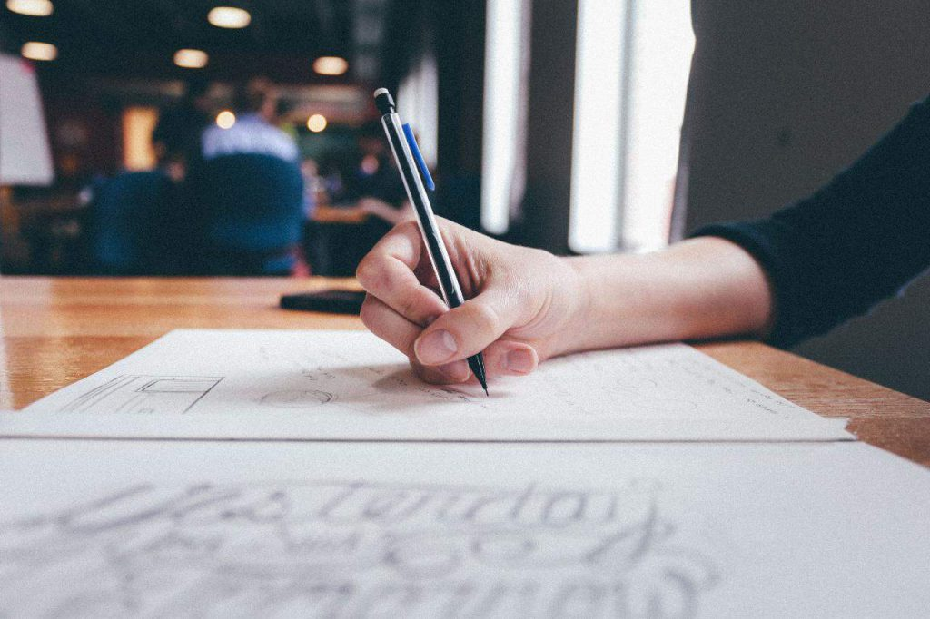 מה הקשר בין כתיבה שיווקית לקידום אתרים?